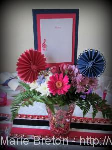 Mariage Bleu marine et Fushia centre de table Menu